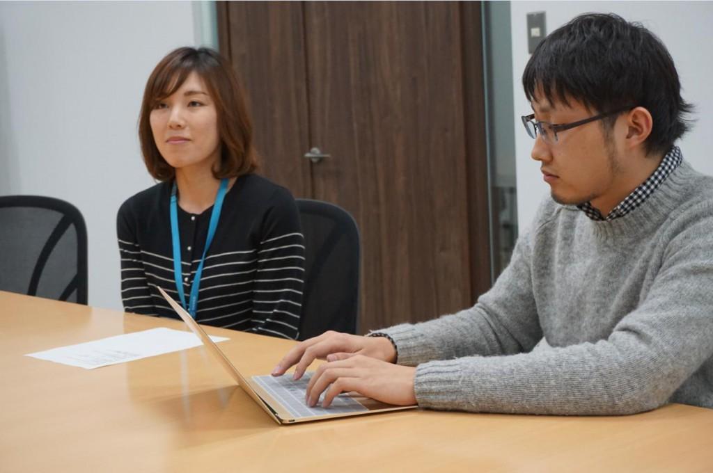 ここから実際に同社の総務部門で働いている小嶺 成子(こみね なりこ)さんにもご同席いただきました。
